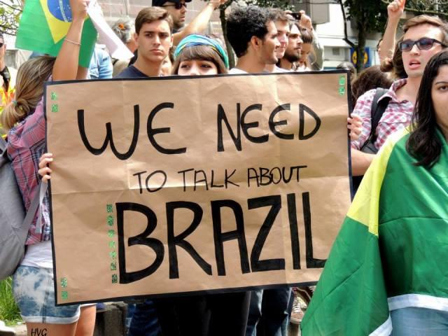 """""""Precisamos conversar sobre o Brasil"""" Foto: Helo von Gal"""