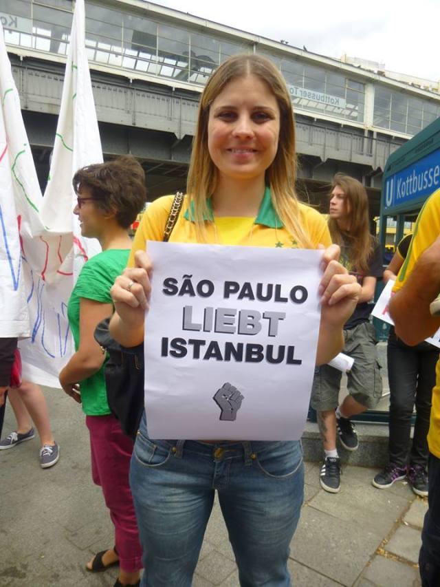 "Solidariedade Internacional: ""São Paulo ama Istanbul."" Foto: Helo von Gal"