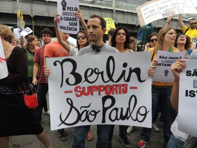 Manifestação em Berlim (Alemanha) em apoio aos protestos ocorridos no Brasil - 16.06.2013 Foto: Claudia Jedin