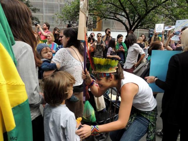 Manifestantes brasileiros em Berlim: solidariedade aos compatriotas. Foto: Helo von Gal