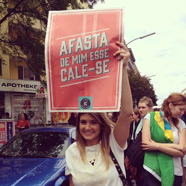 Manifestação em Berlim, 16.06.2013. O cartaz desta foto pode ser baixado gratuitamente aqui: tinyurl.com/cartaz-free Foto: Ludmila Anders