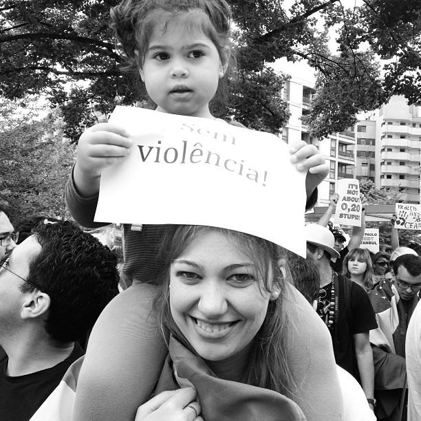 Alemães juntam-se aos brasileiros pelo fim da repressão. Foto: Ludmila Anders