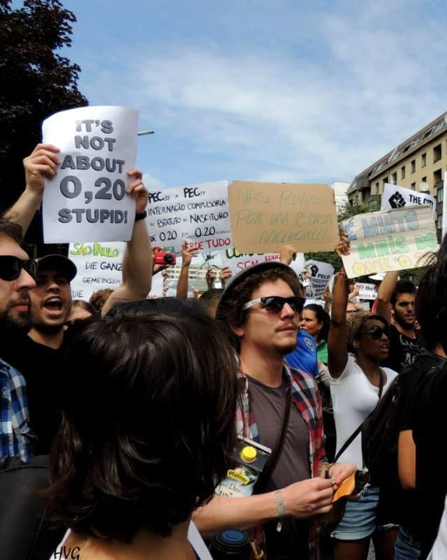 Manifestantes em Berlim se insurgem quanto a reportagem da Revista alemã Spiegel, que afirmava tratar-se de um protesto por 0.07-€ Foto: Helo von Gal